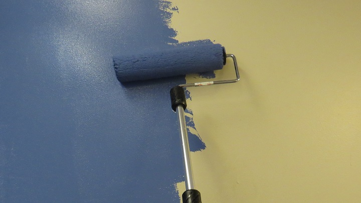 Painting with electric rollers